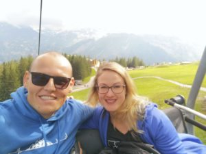 Selfie im Sessellifft zur Brunnihüte. Startpunkt für die Wanderung zum Klettersteig Rigidalstockgrat in Engelberg