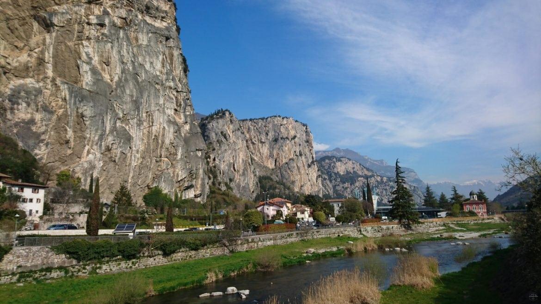 Ausblick auf den Fluss Sarca in Arco